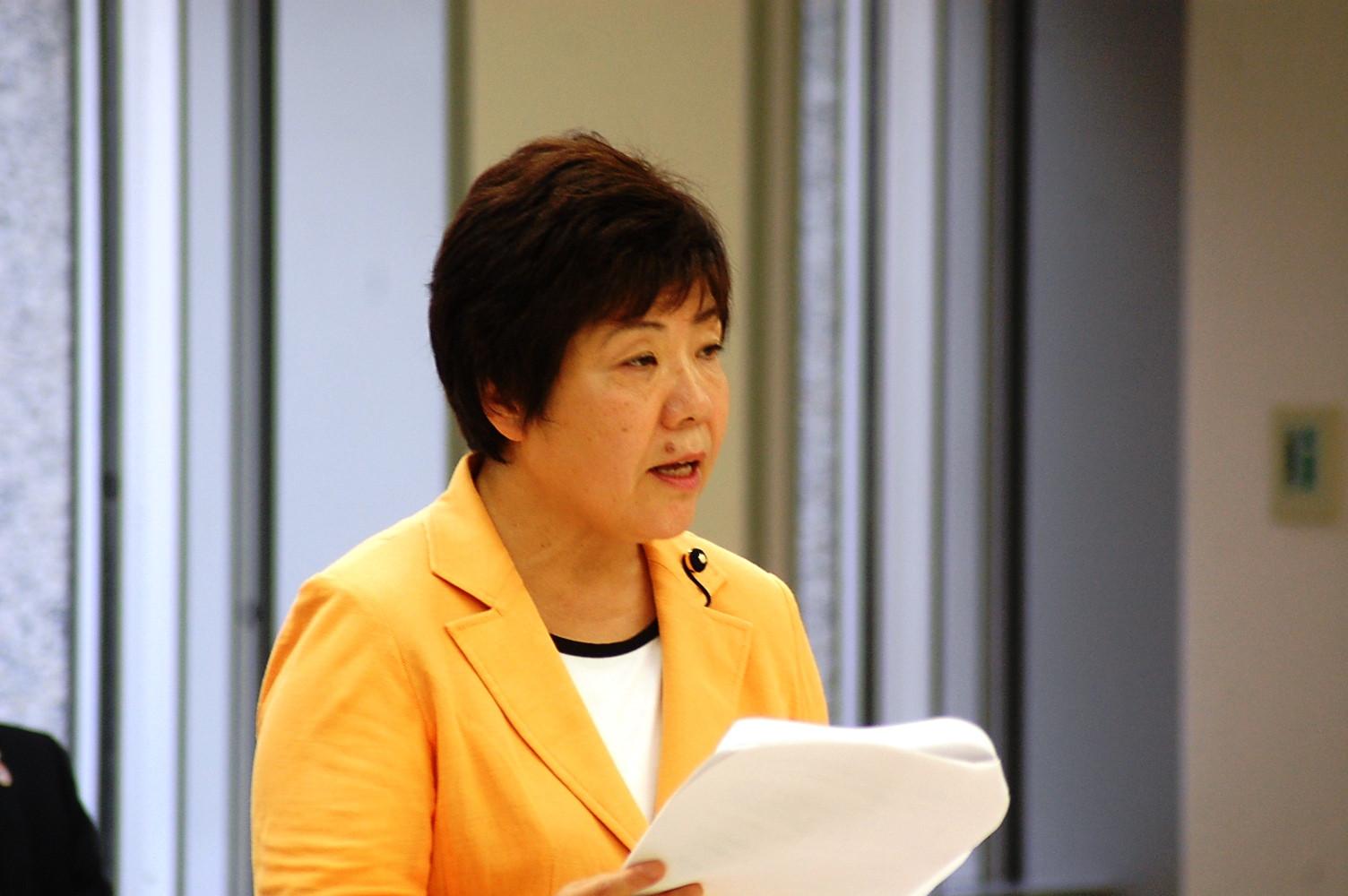 都議会で東京五輪の会場計画について質疑する畦上都議=10日