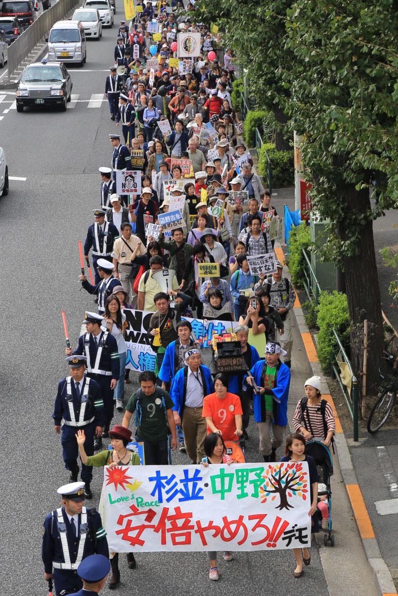 「安倍やめろ!!」東京でデモ