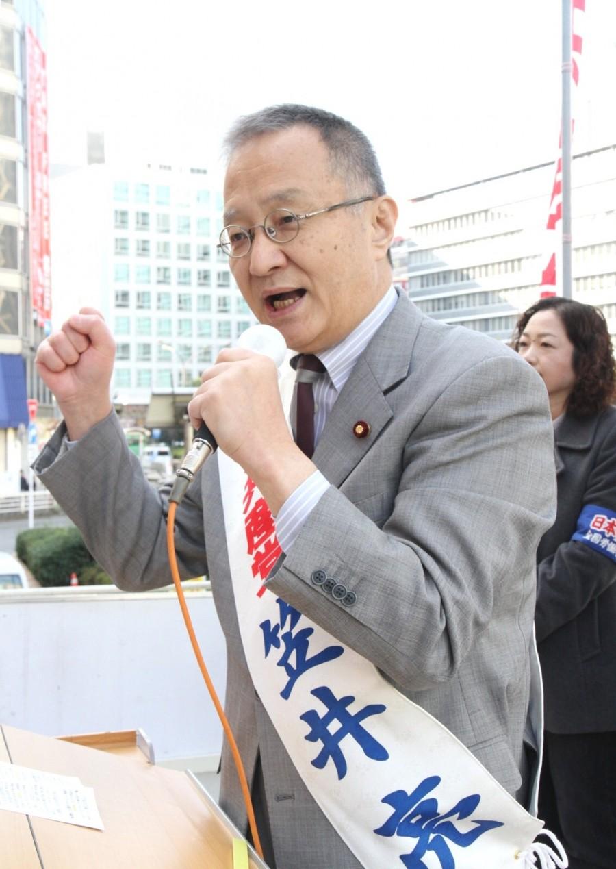 東京ブロックでの党躍進を訴える笠井比例候補=21日、新宿駅前