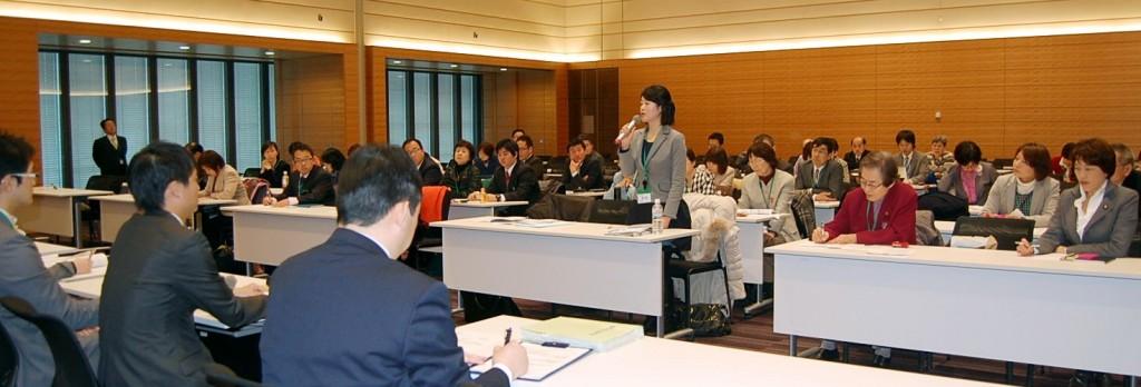 田村参院議員(正面右端)らとともに文科省に申し入れる都委員会と地方議員=12日、衆院第1議員会館