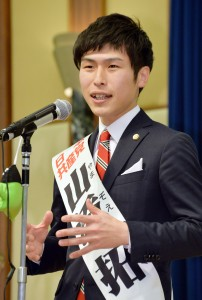 決意を語る山添拓参院東京選挙区候補=23日、東京都文京区