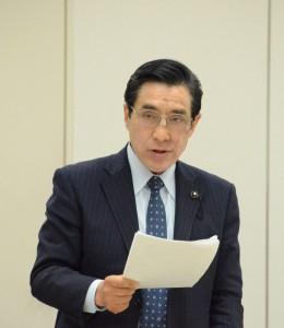 委員会で質問する徳留道信都議=4日、東京都議会