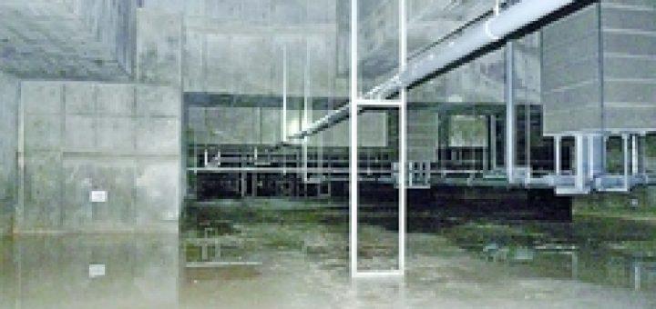 (写真)盛り土がなく地下水がたまっていた豊洲新市場の建物地下=7日、東京都江東区(日本共産党都議団撮影)