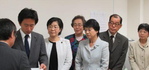 東京都に申し入れる党都議団=16日、都議会