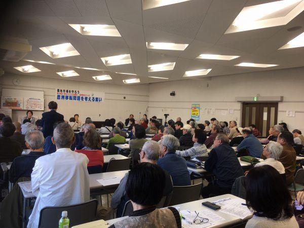 会場いっぱいに市民が集まった「豊洲移転問題を考える集い」=3日、東京都中央区