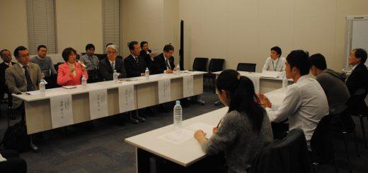 学費・奨学金について日本共産党の政策を紹介する田村副委員長(向かいのテーブル左から2人目)=24日、衆院第2議員会館