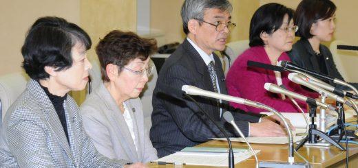 記者会見する(左から)清水ひで子、かち佳代子、そねはじめ、尾崎あや子、米倉春奈の各都議=16日、都庁