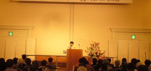 女性のつどいで語る河野ゆりえ都議=23日、東京都江戸川区