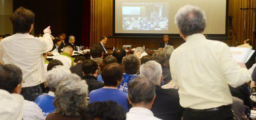 傍聴席から批判の声が相次いだ専門家会議の会合=18日、東京・築地市場