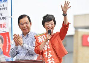 訴える和泉なおみ都議(右)と志位和夫委員長(左)=10日、東京都葛飾区