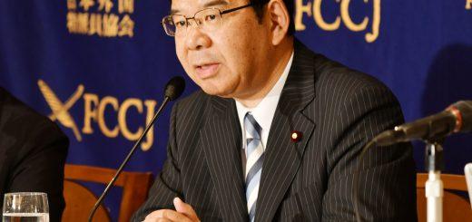 会見する志位和夫委員長=20日、日本外国特派員協会