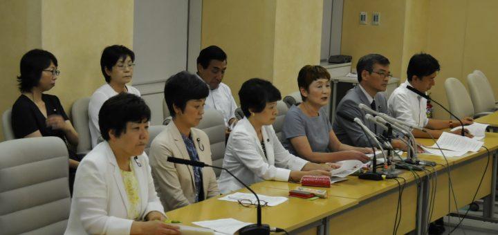 都議会の改革提案について記者会見する日本共産党都議団=24日、東京都庁