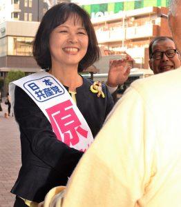 支持者と原純子衆院東京比例・9区候補=東京都練馬区、石神井公園駅前