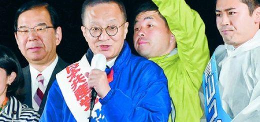 志位委員長(左)とともに訴える笠井亮比例候補と(右へ)香西かつ介・東京3区候補、青山コウヘイ・東京4区候補
