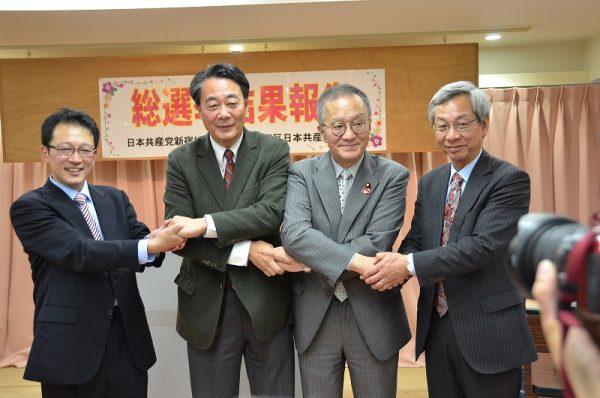 結束の握手をする(左から)冨田、海江田、笠井、岸の各氏