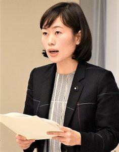 文教委で質問する米倉都議=12日、東京都議会