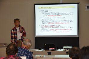 道路問題の現状について報告する長谷川茂雄氏=11月29日、東京都庁