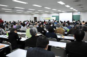 米軍基地問題や核兵器禁止条約などを考えた講演会=2日、東京都千代田区