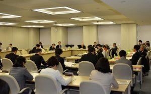 今後の都立病院のあり方について議論する都立病院経営委員会=17日、東京都庁