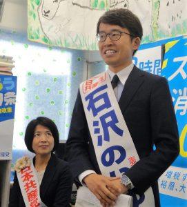 決意を述べる石沢のりゆき比例候補(右)と坂井和歌子比例候補(右)