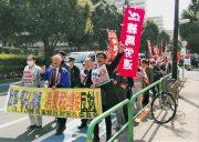 「3.13重税反対ねりま区民集会」の参加者らとともにデモ行進する のむら説練馬区議補選予定候補