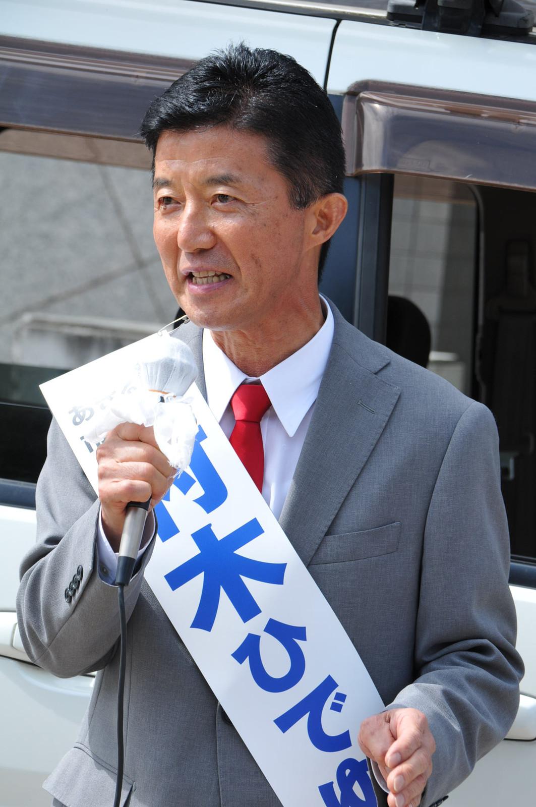訴える村木市長候補=29日、東京都あきる野市