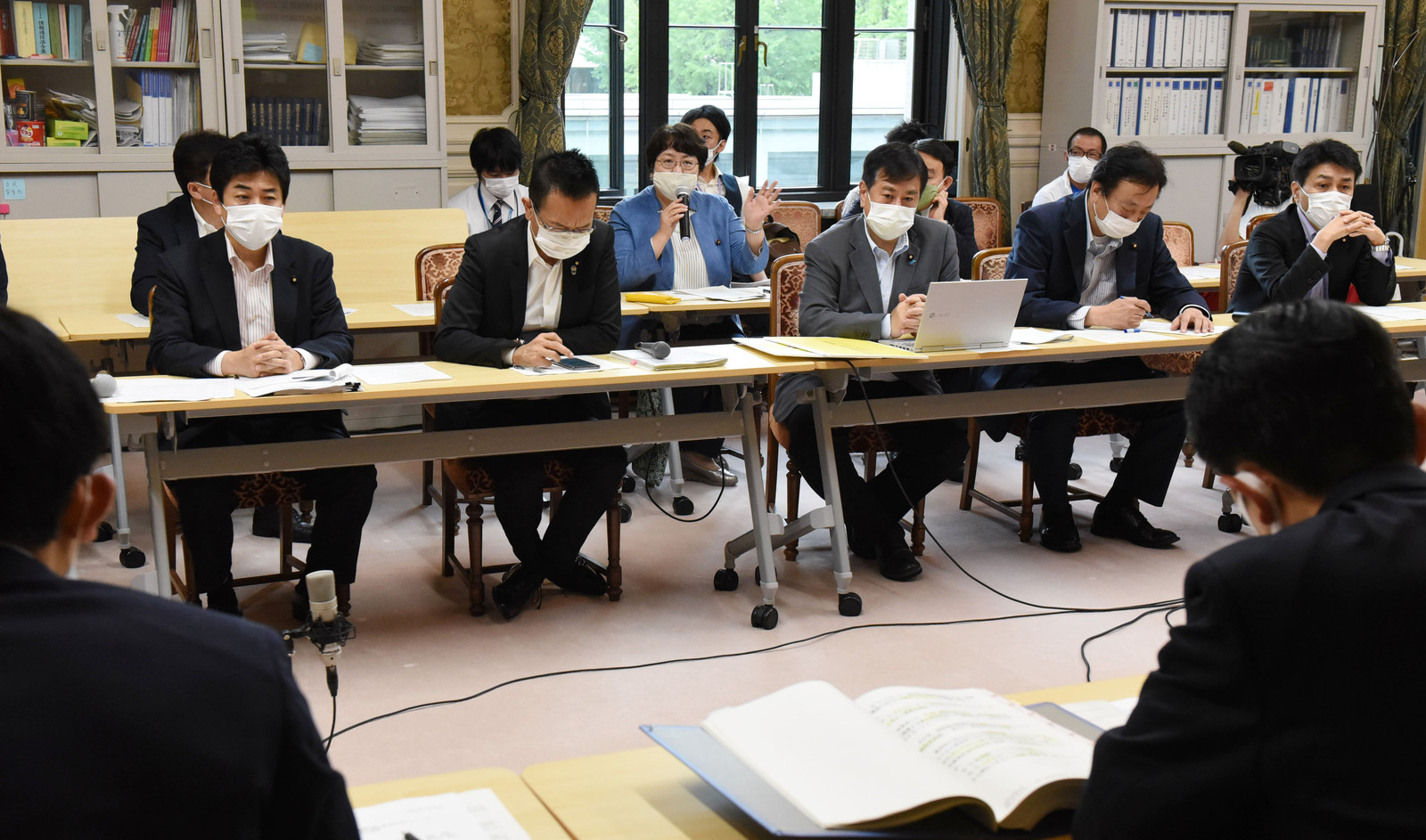 GoToキャンペーン・持続化給付金問題をめぐる野党合同ヒアリングで発言する高橋千鶴子衆院議員