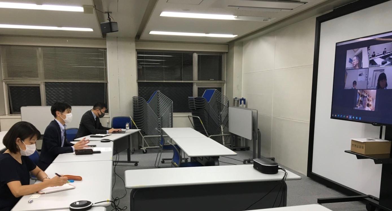 東京民医連の根岸会長らとオンライン懇談する(左から)藤田、山添、谷川各氏
