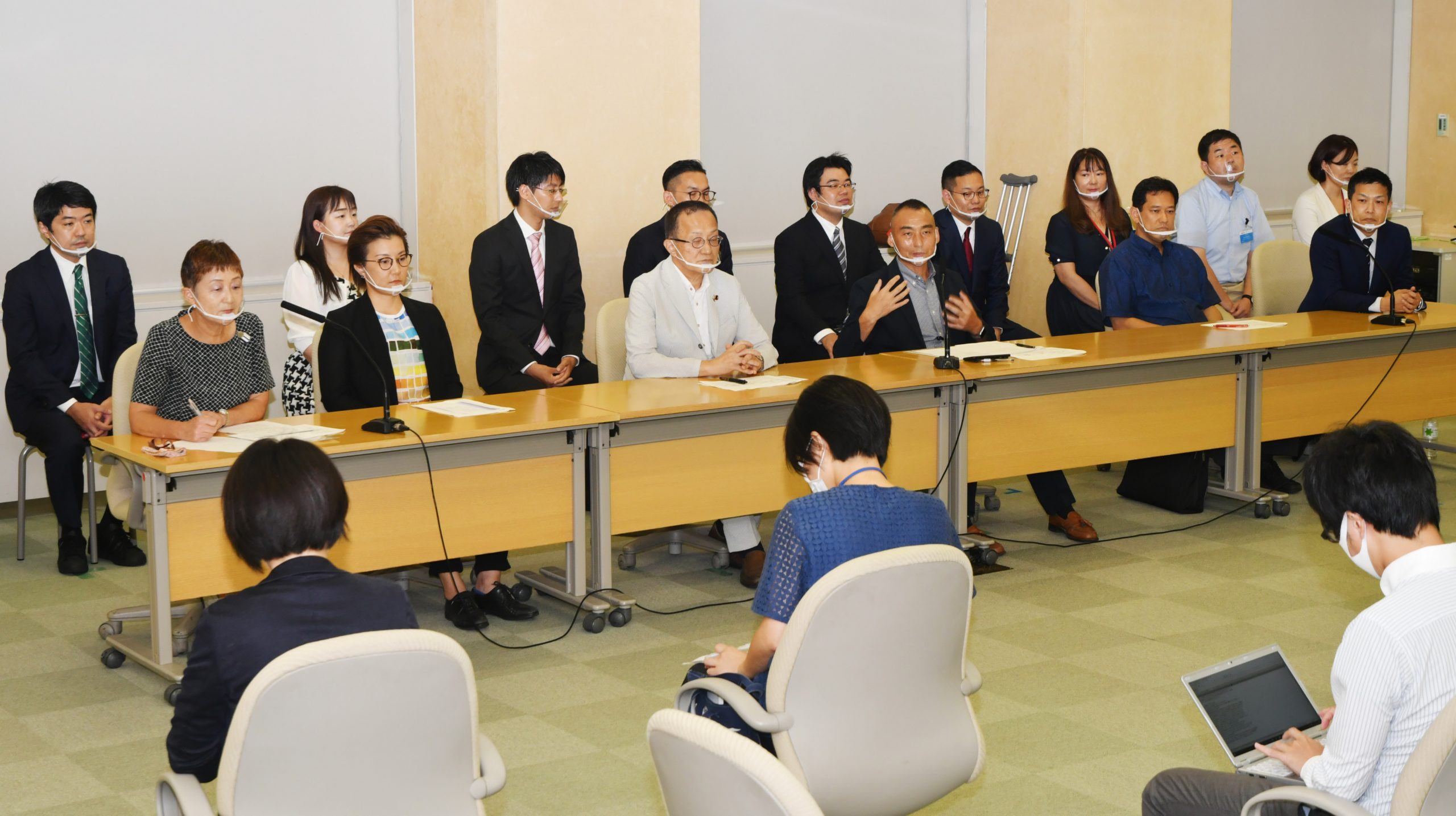 衆院選比例候補と選挙区候補がそろって臨んだ東京都委員会の記者会見=8日、東京都庁