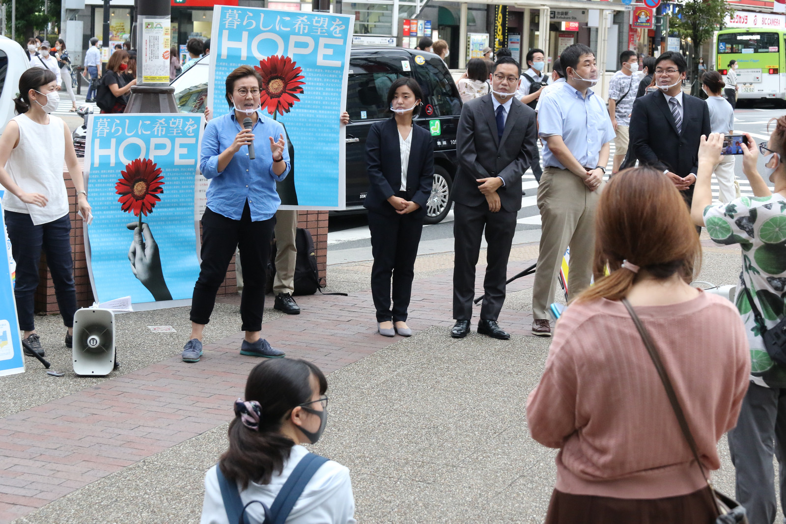 青年学生後援会の街頭宣伝で訴える(左から)米倉、池内、吉川、西之原、香西、沢田の各氏